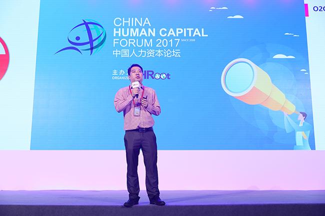 中智上海外企服务公司预才网市场营销经理管堃先生进行演讲